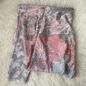 Onzie pink delicate high waisted leggings